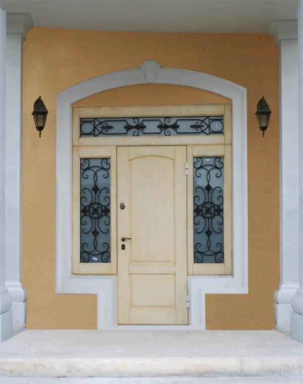 двери металлические входные с окнами по бокам